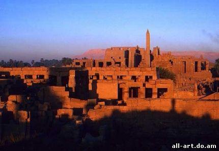 Храм древнеегипетского бога Амона-Ра в Карнаке.